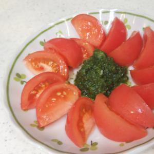 トマトのパセリソースがけ