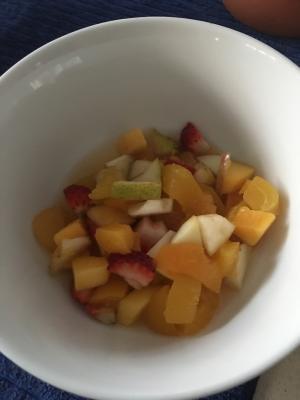 マンゴー入りフルーツサラダ