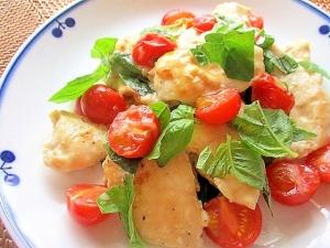 鶏むね肉とトマトのバジルチーズ炒め