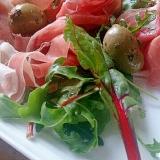 パルマハムとオリーブの彩りサラダ