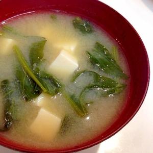 定番ですね☆豆腐とほうれん草の味噌汁