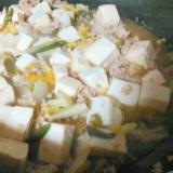 豆腐と豚挽き肉アサツキ柚子の炒めもの