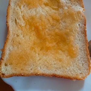 蜂蜜バターで厚切りトースト