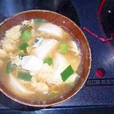 豆腐とニラのかき卵汁