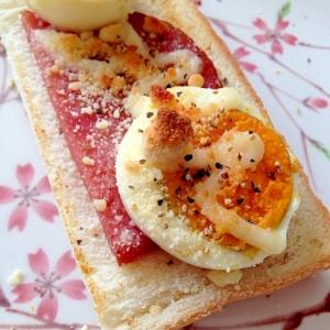 あらびきポークとゆで卵のトースト