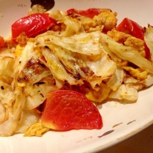 完熟トマトとキャベツと卵のコンソメ炒め