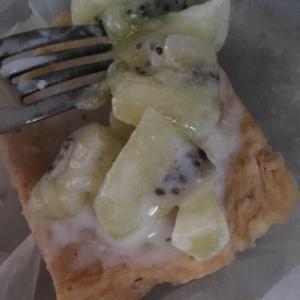 レンジで豆腐きな粉ケーキ キウイソース添え