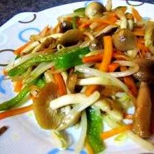 しめじ入り野菜炒め (我が家の味)