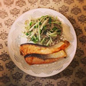 サーモンの味噌焼き~蕎麦と水菜のサラダ添え~