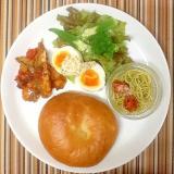 冷製ジェノベーゼパスタとゆで卵の朝ごはんプレート