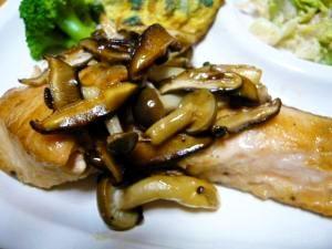 定番!鮭とキノコのバター醤油ソテー