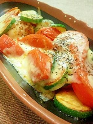 簡単★ズッキーニとトマトのオーブンチーズ★美味い!
