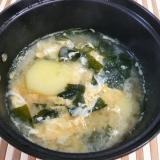 じゃがいもとふわふわ卵の味噌汁