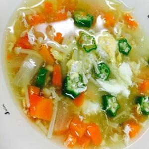 野菜たっぷりの中華スープ