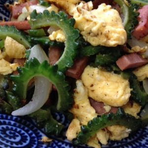 ゴーヤとスパムと卵の炒め物