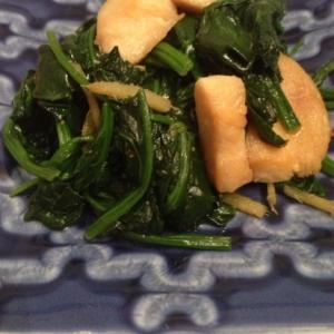 鶏胸肉とほうれん草の生姜炒め