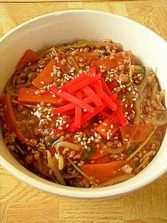 モヤシと挽肉の中華丼