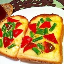 パプリカと十六ささげのチーズトースト