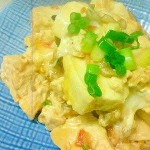 お豆腐がおいしい☆干し海老と炒り豆腐のたまごとじ