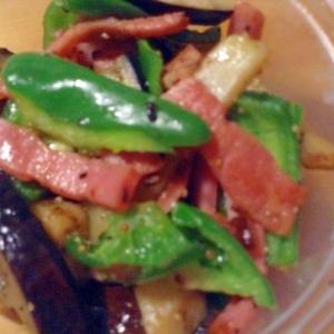 茄子、ピーマンのベーコン炒め