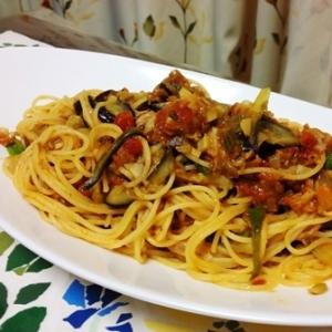 自家製トマトソースで『お野菜どっさりパスタ』