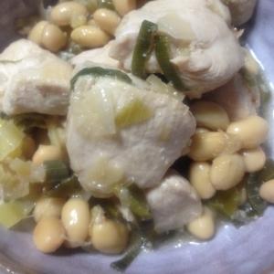 葱と生姜が決め手!鶏胸肉と大豆の炒め煮