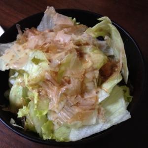 手軽な一品♪レタスとおかかの簡単サラダ