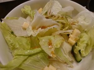 醤油とオリーブオイルドレッシングのレタスサラダ