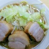 【家二郎】豚乗せ豚骨醤油ラーメン