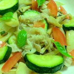 夏は手早く、ズッキーニと夏野菜のナンプラー炒め