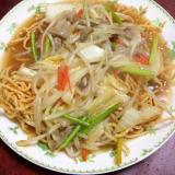 豚とニンニクの芽の野菜たっぷり太麺皿うどん。