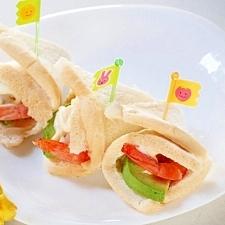 アボガドとエビの春色サンド☆
