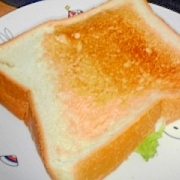 はんぺん・レタス・チーズのサンドイッチ