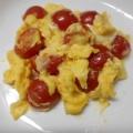 ミニトマトとチーズのスクランブルエッグ