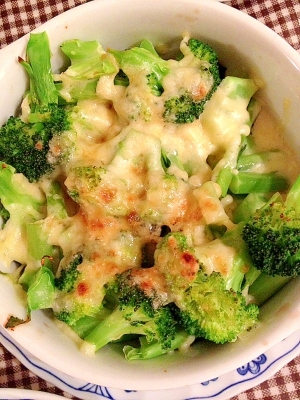 ブロッコリーの麺つゆチーズ焼き