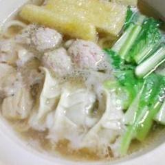 餃子と肉団子入り★鍋焼きうどん