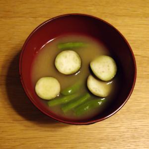 甜麺醤入り☆茄子といんげんの味噌汁
