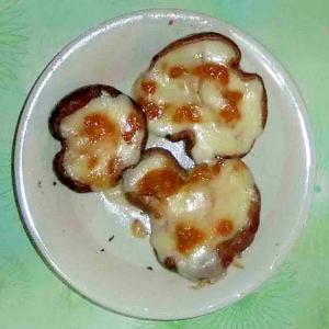 椎茸のチーズ醤油麹炒め