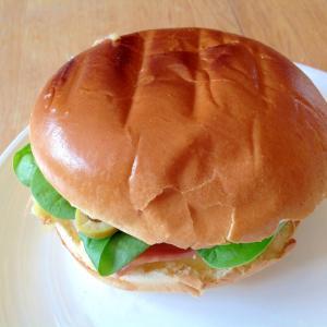 ハムチーズベビースピナッチサンドイッチ