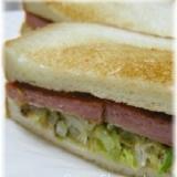 スパムとキャベツのサンドイッチ