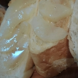 桃バターグラッセを乗せたモーニングトースト♪