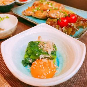 簡単ヘルシー♡小松菜と卵黄のお浸し