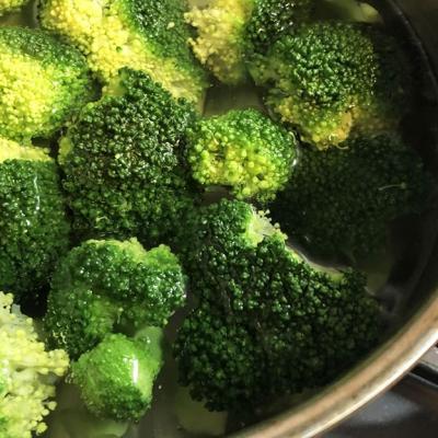 どこまで食べられる?ブロッコリーの切り方&茹で方を徹底解説