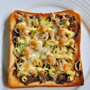 海苔の佃煮とねぎとツナのトースト