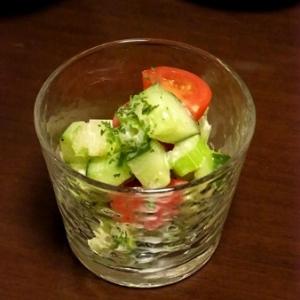 セロリときゅうりの簡単サラダ