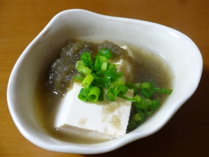 とろろ昆布で簡単!湯豆腐