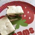 トマトときゅうりとチーズの簡単サンドイッチ