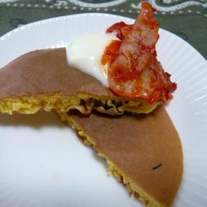 大豆粉パンケーキ、キムチマヨ乗せ