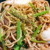 日本蕎麦を使って◎セリと牛肉の和風焼き蕎麦