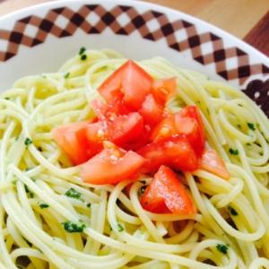 大葉とトマトのジェノベーゼパスタ